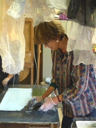 Emma Stibbon RA wiping a plate at INK on PAPER PRESS